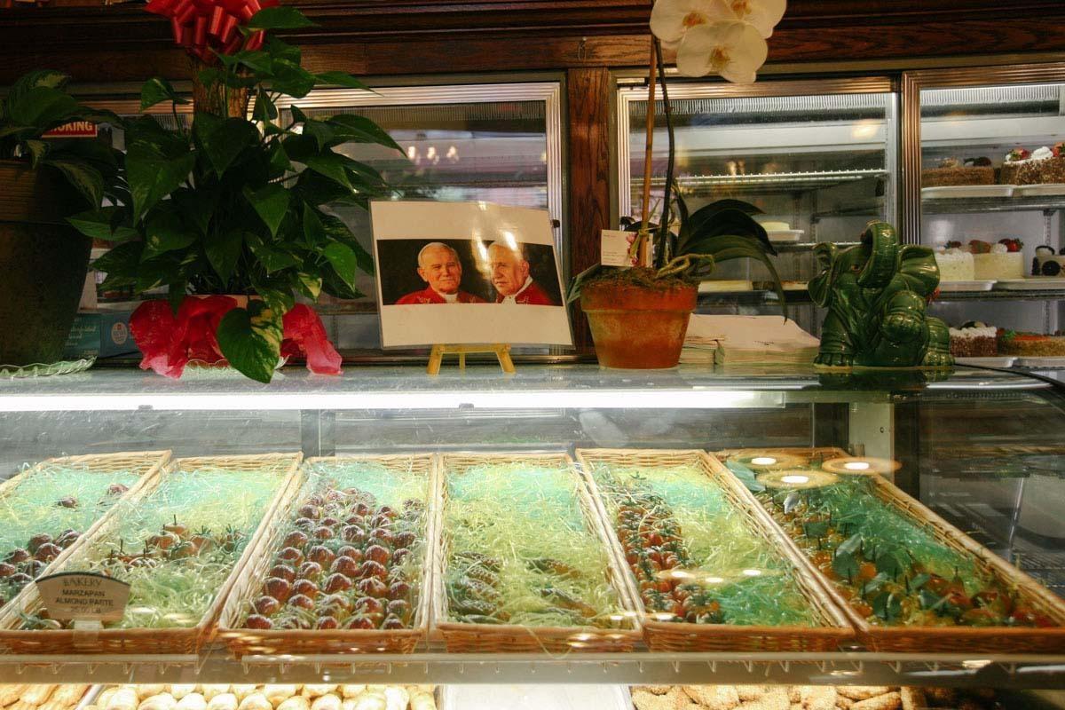 F Monteleone Bakery & Cafe