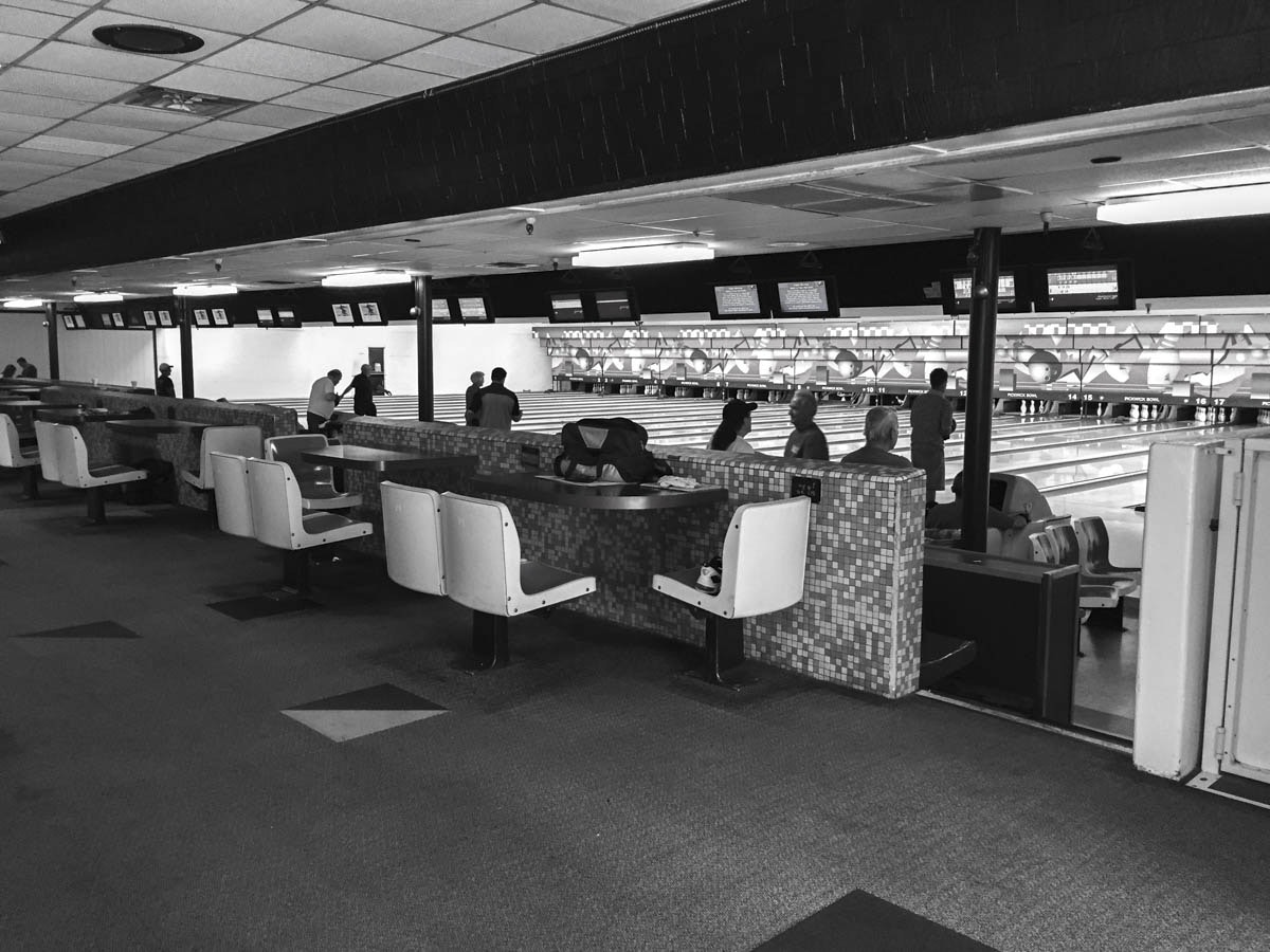 Burbank Bowling Alley | Los Angeles - Pickwick Bowl