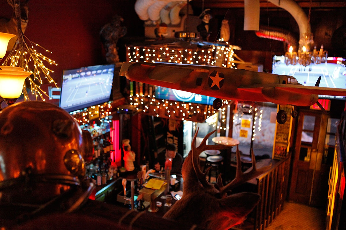 Broadway Dive Bar